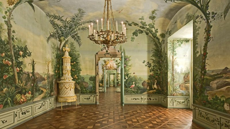 Blick durch die Enfilade des Sommerappartements Maria Theresias